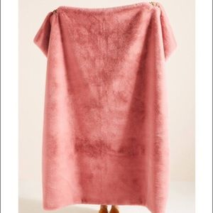 Anthropologie Sophie Faux Fur Throw Blanket Pink